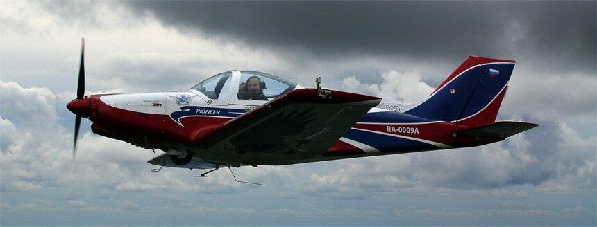 Полет на самолете для пилотажа или прогулки