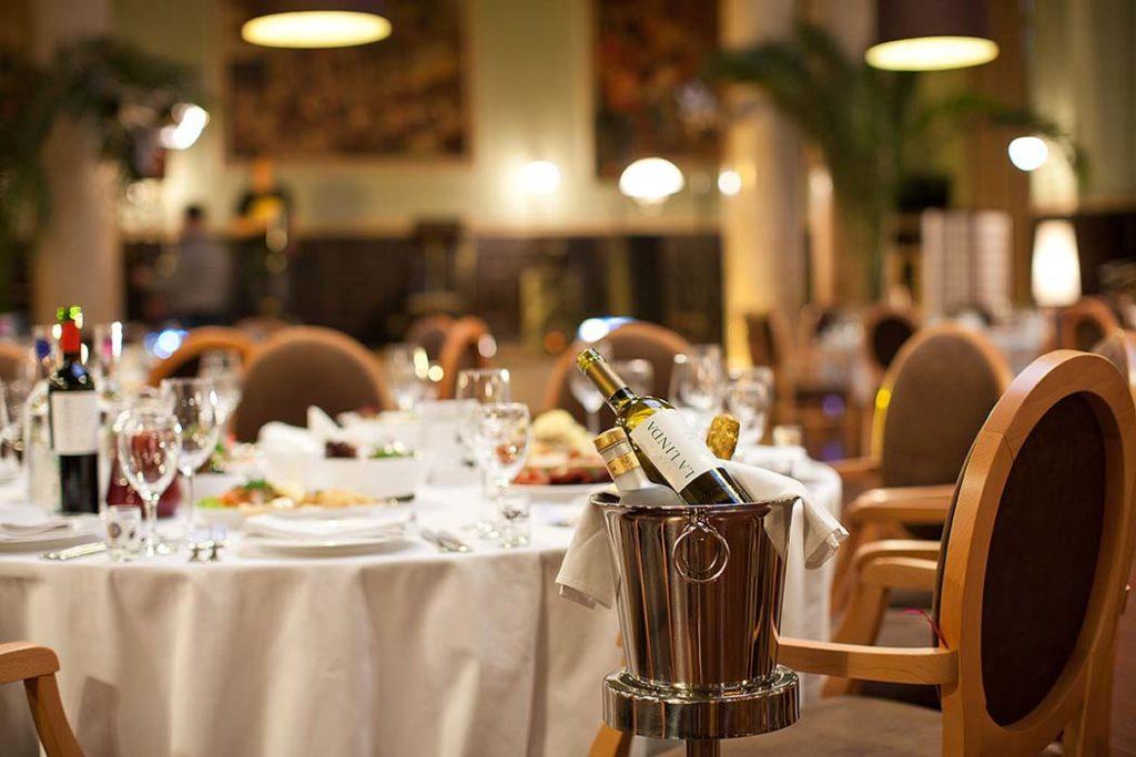 5 ресторанов, где можно поужинать в августе