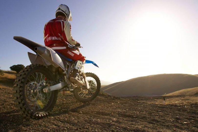 Катание на кроссовом мотоцикле Kawasaki KLX 250
