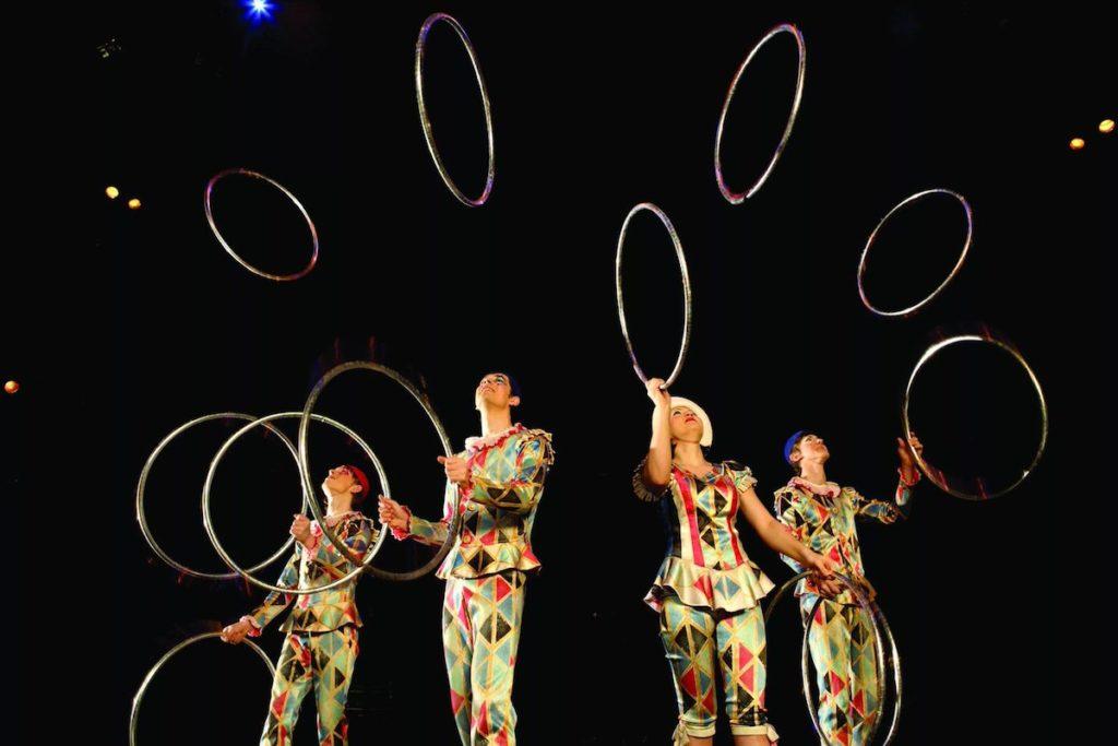цирковое шоуAVIZZO