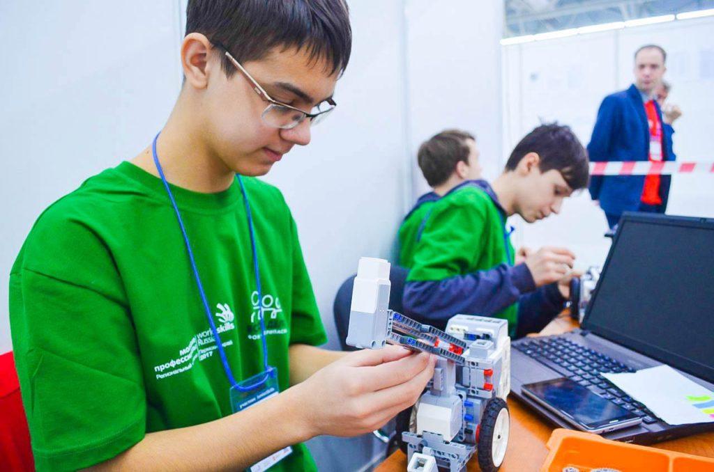 Курс по робототехникев сети центров инновационного технического творчества молодежи «Техношкола»