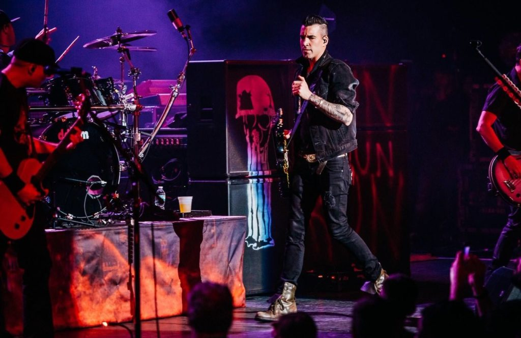 Концерт Theory of a Deadman в Москве
