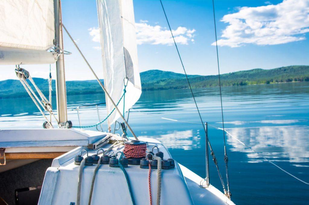Прогулка на парусной яхтеотяхт-клуба Skipper