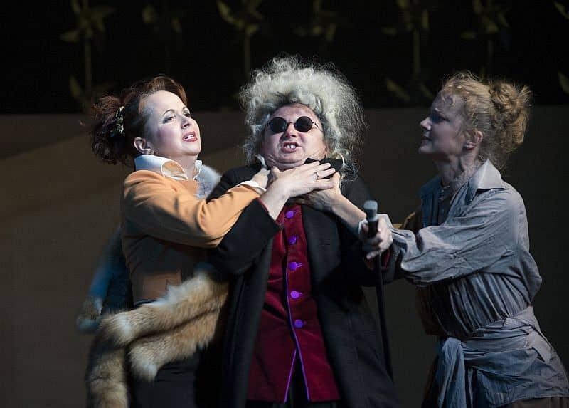 Спектакль «Безумный день или Женитьба Фигаро» в театре им. Вахтангова