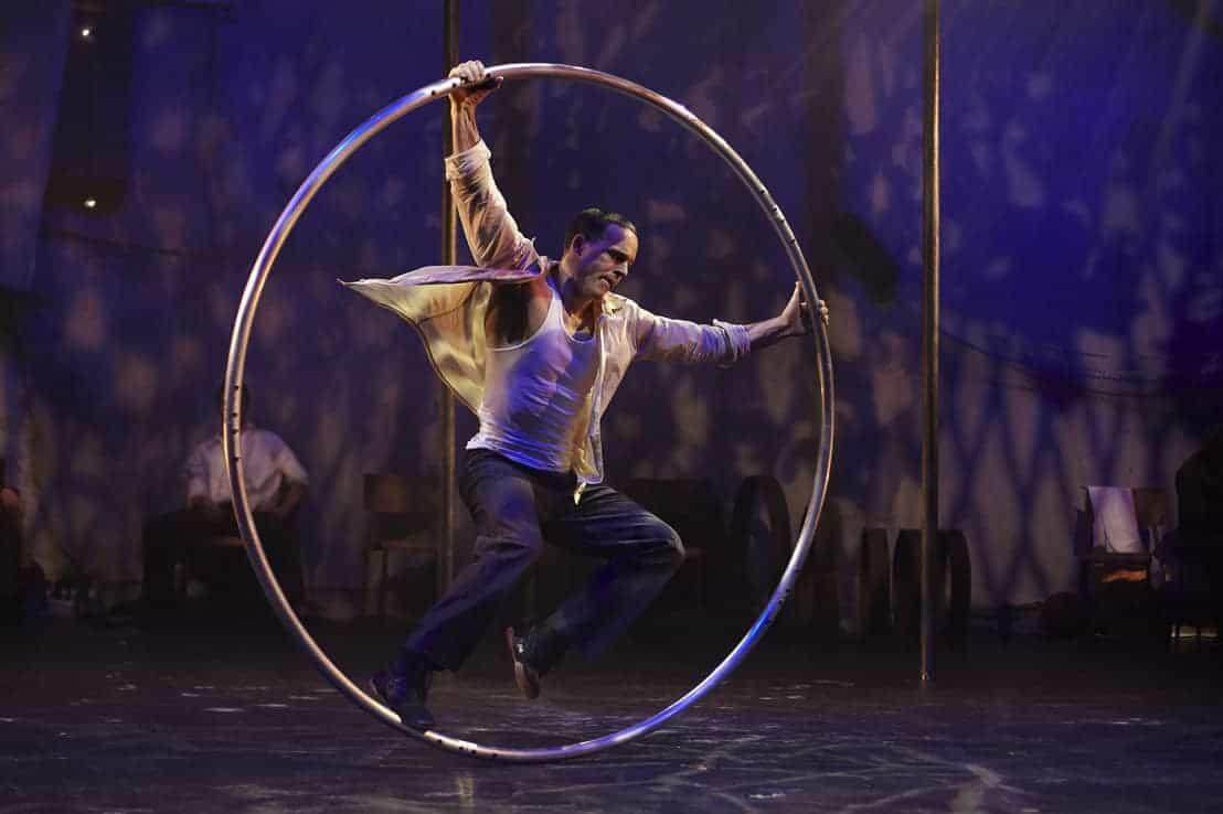 Спектакль «Пассажиры» оттеатра-цирка «7 пальцев» в Москве