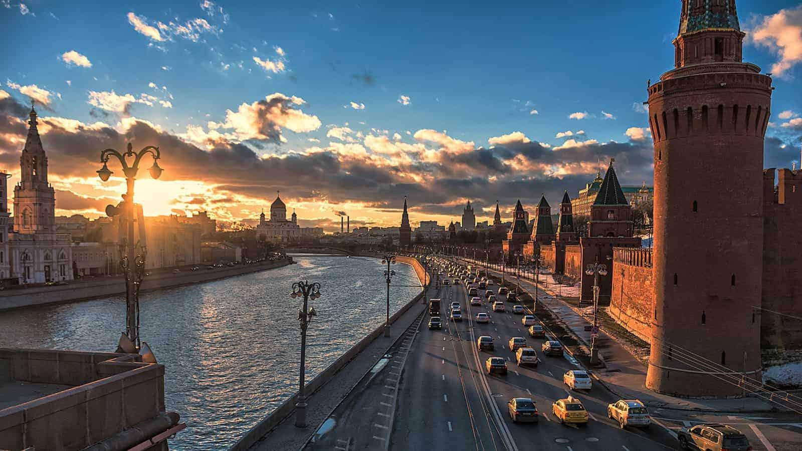 Автобусная экскурсия «Поющий автобус. Самые любовные песни» в Москве
