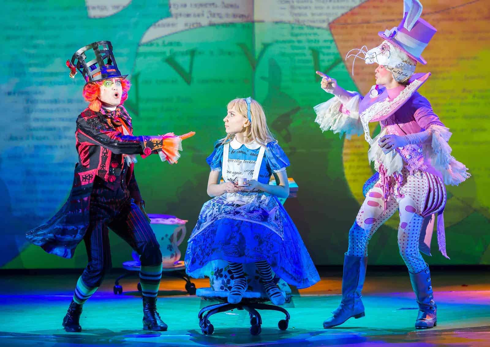 Мюзикл «Чудеса и куралесы» в театре мюзикла