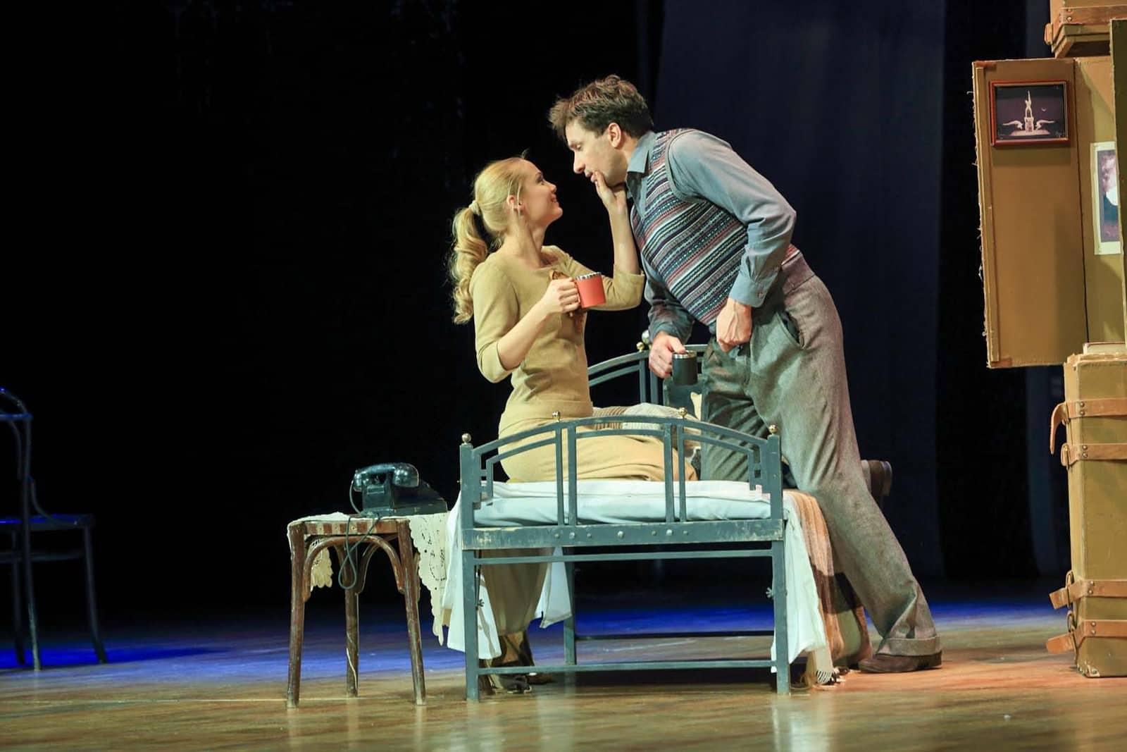 Спектакль «Двое на качелях» в Москве в цдкж и театриуме на серпуховке