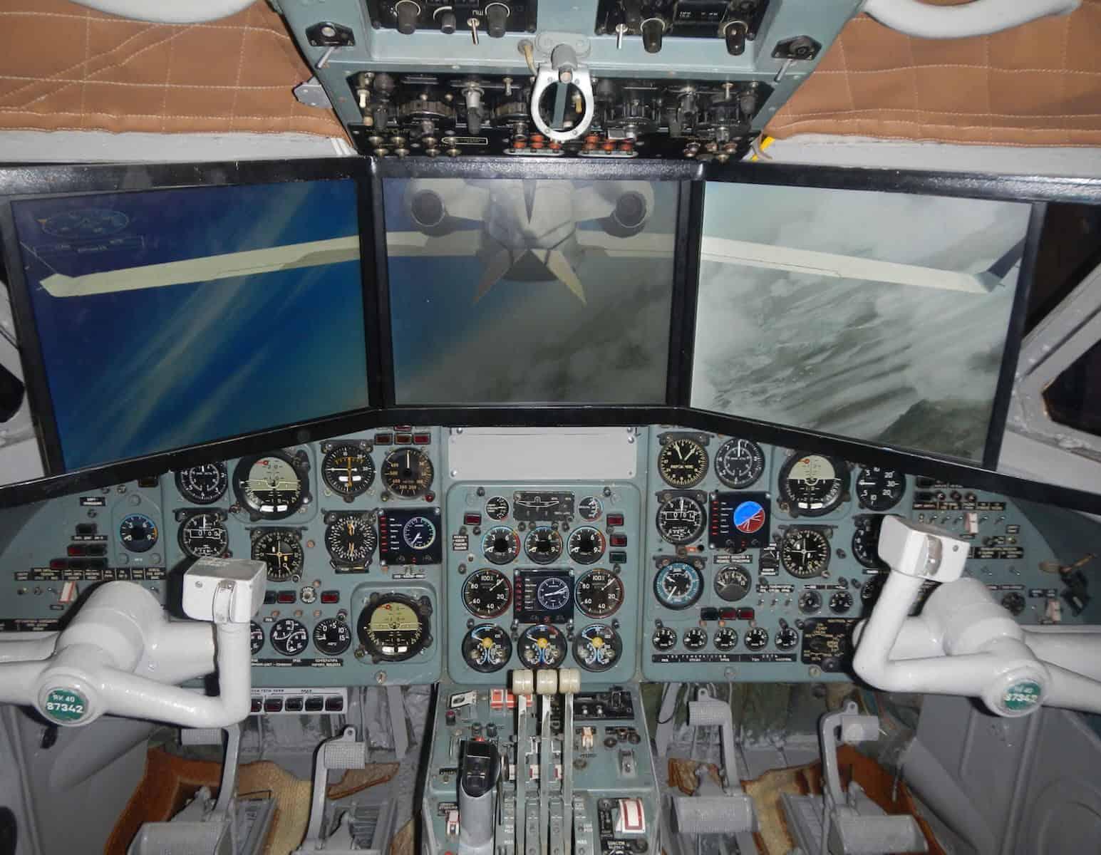 Полет на тренажере в кабине самолета от клуба «Авиатор»