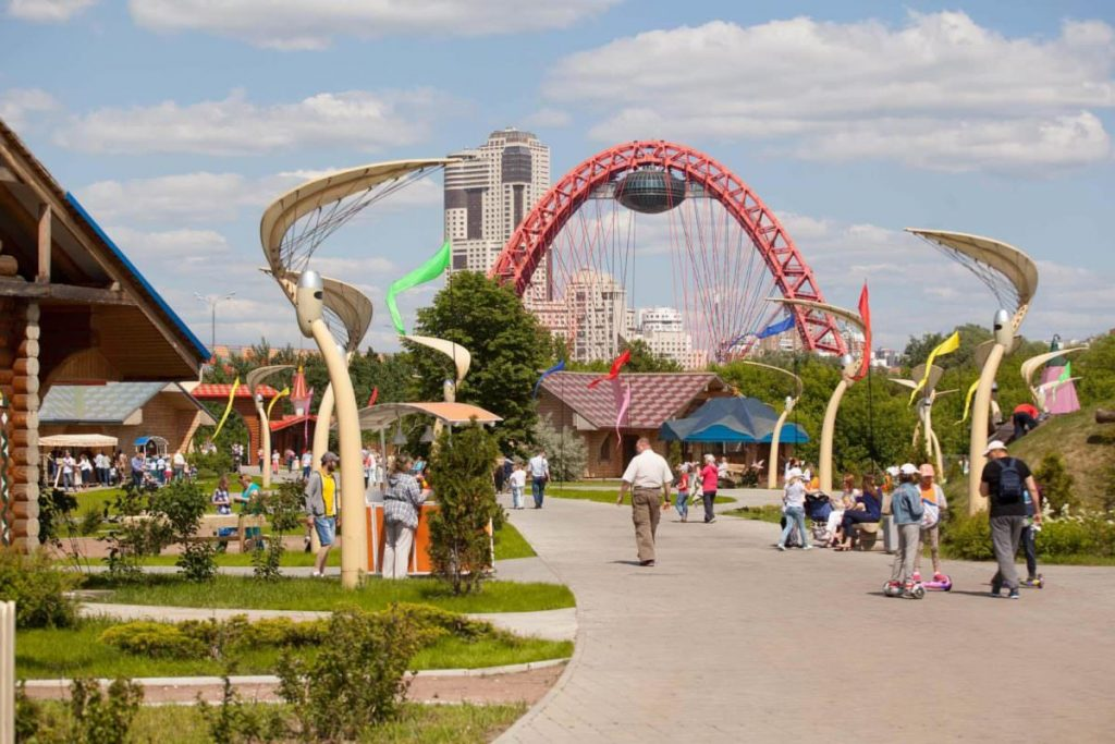 Билет на посещение «Динопарка» и «Ice-парка» в семейном парке Skazka купон